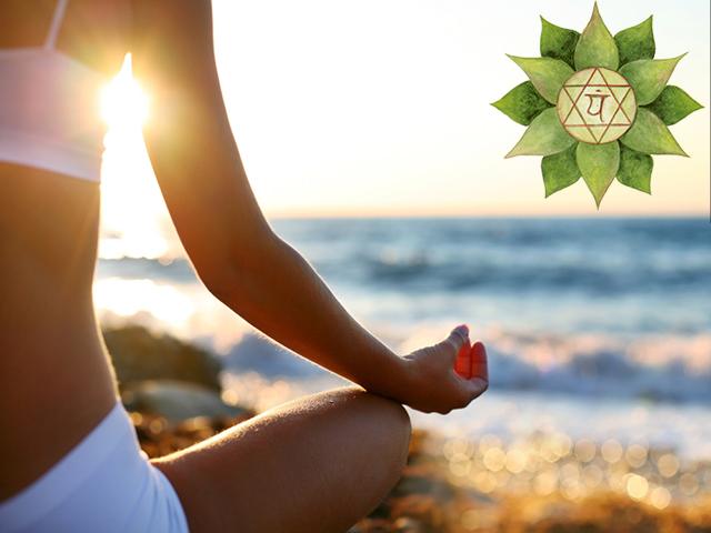 chakra del cuore: donna in meditazione