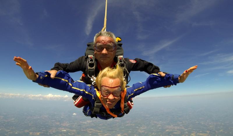 pamela-con-il-paracadute