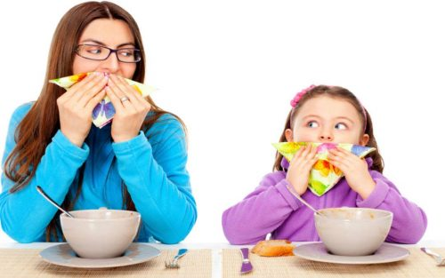 modellamento mamma e figlia